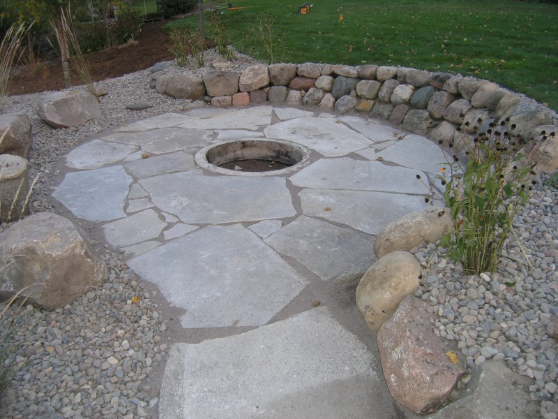 Irregular Flagstone Patio With Fire Pit And Flagstone Pathway ...
